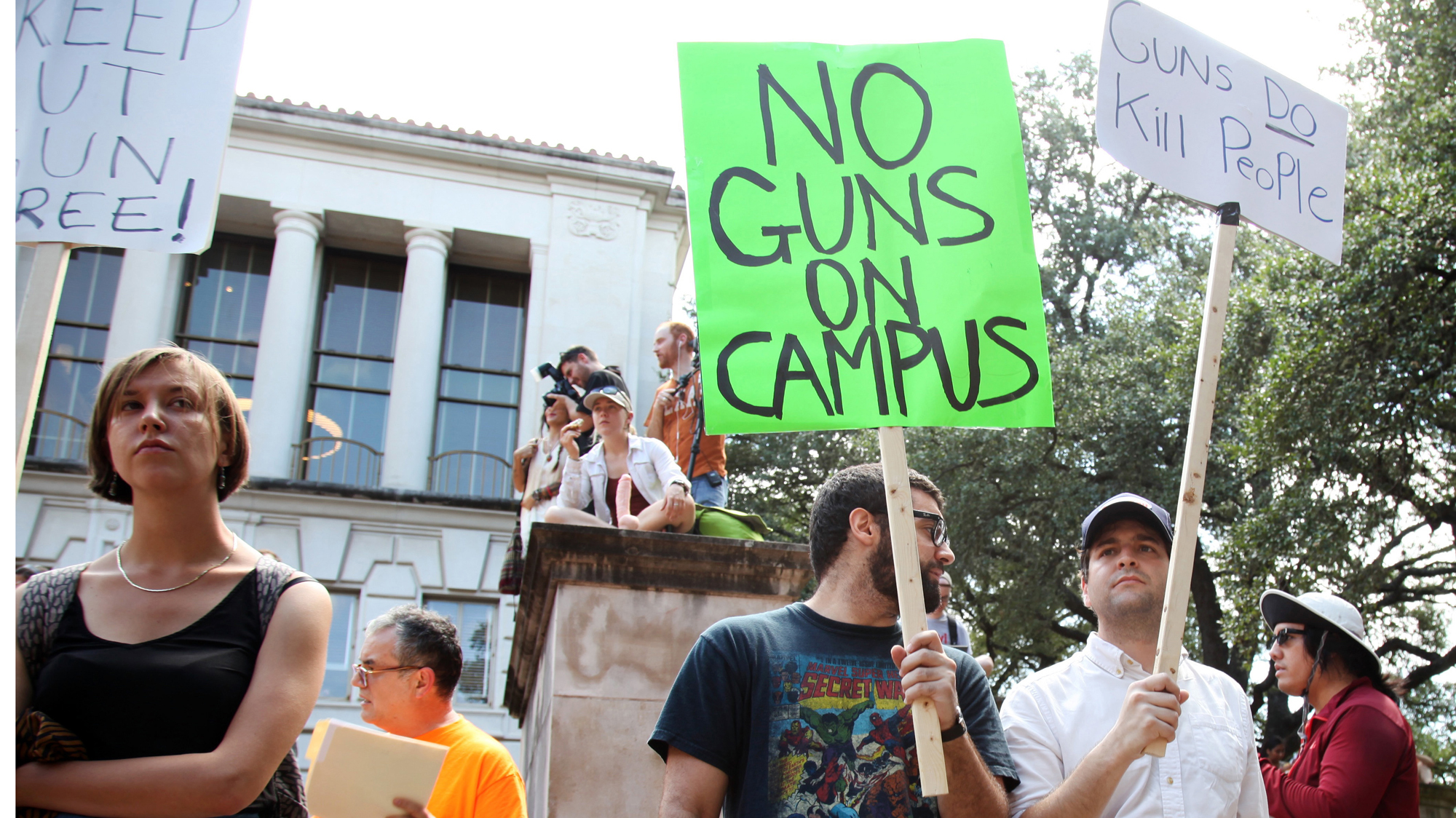 firearms on college campus Firearms on community college campuses tasb legal and policy services for community colleges the issue of firearms on higher education campuses is a matter of perennial debate before the texas legislature and throughout the state during the past session, the.