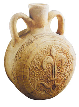 Ceramic flask with Arabic inscriptions, also on the Red List Hama National Museum/ICOM