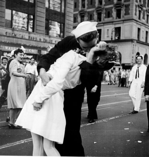 The Unromantic Truth Behind The Vj Day Kiss Photo Mother Jones