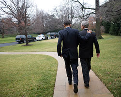 bush-obama-backs-250x200.jpg