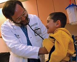 doctor-with-patient250x200.jpg