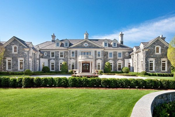 Photos top 10 mega mansions of the filthy rich mother jones for Cost to build a house in georgia