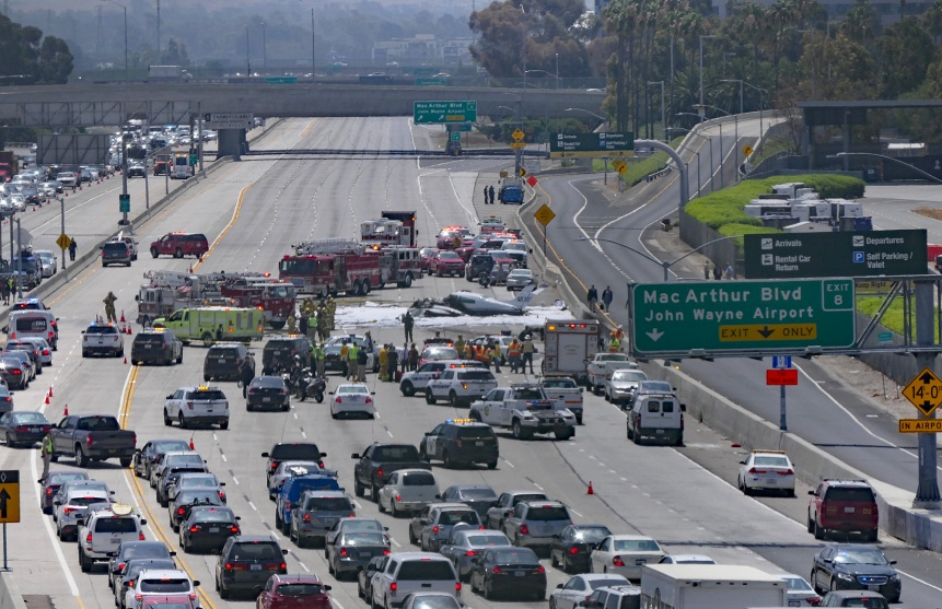 Private Plane Crash Lands on 405 Freeway – Mother Jones