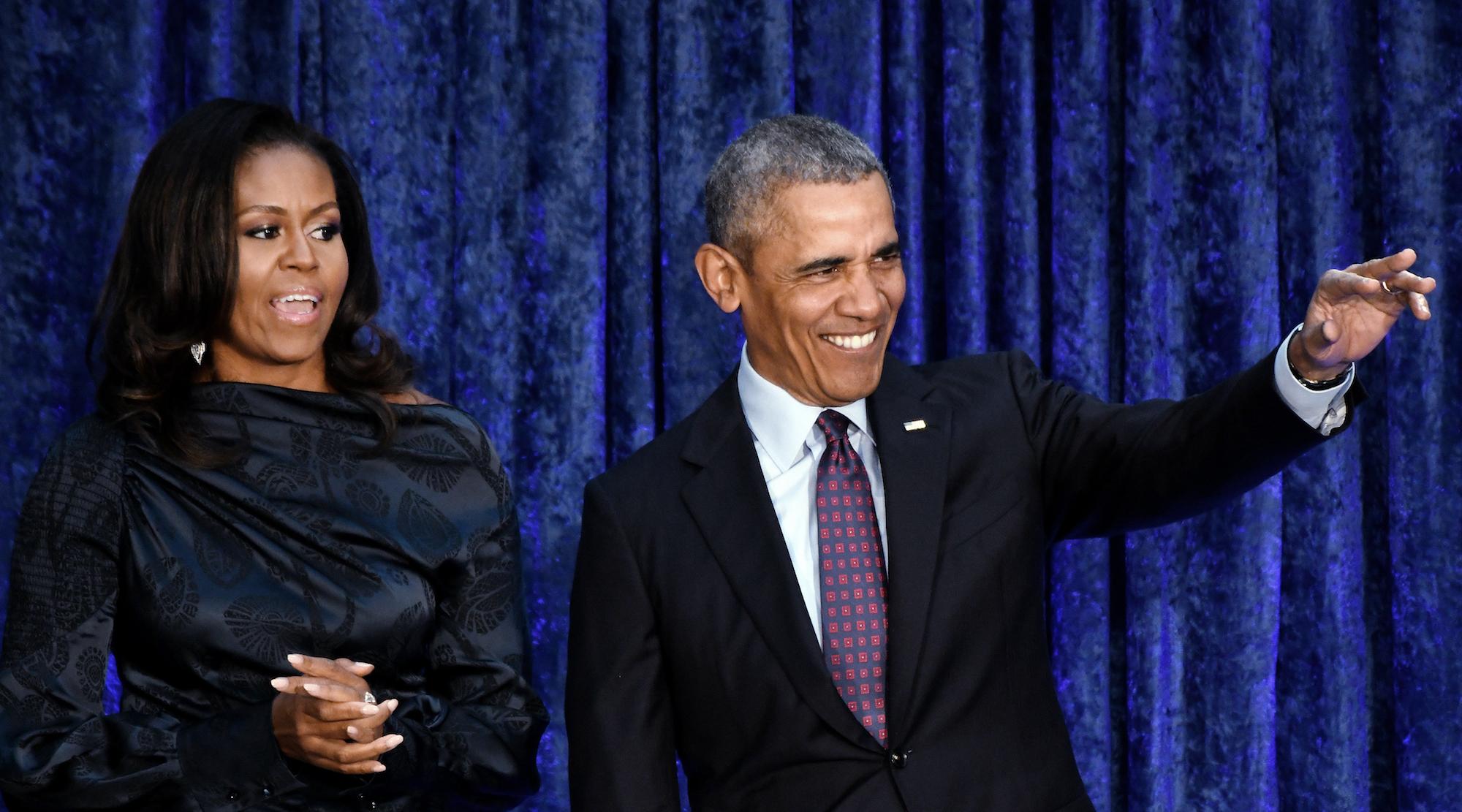 Obama jokes about 'big ears' in portrait