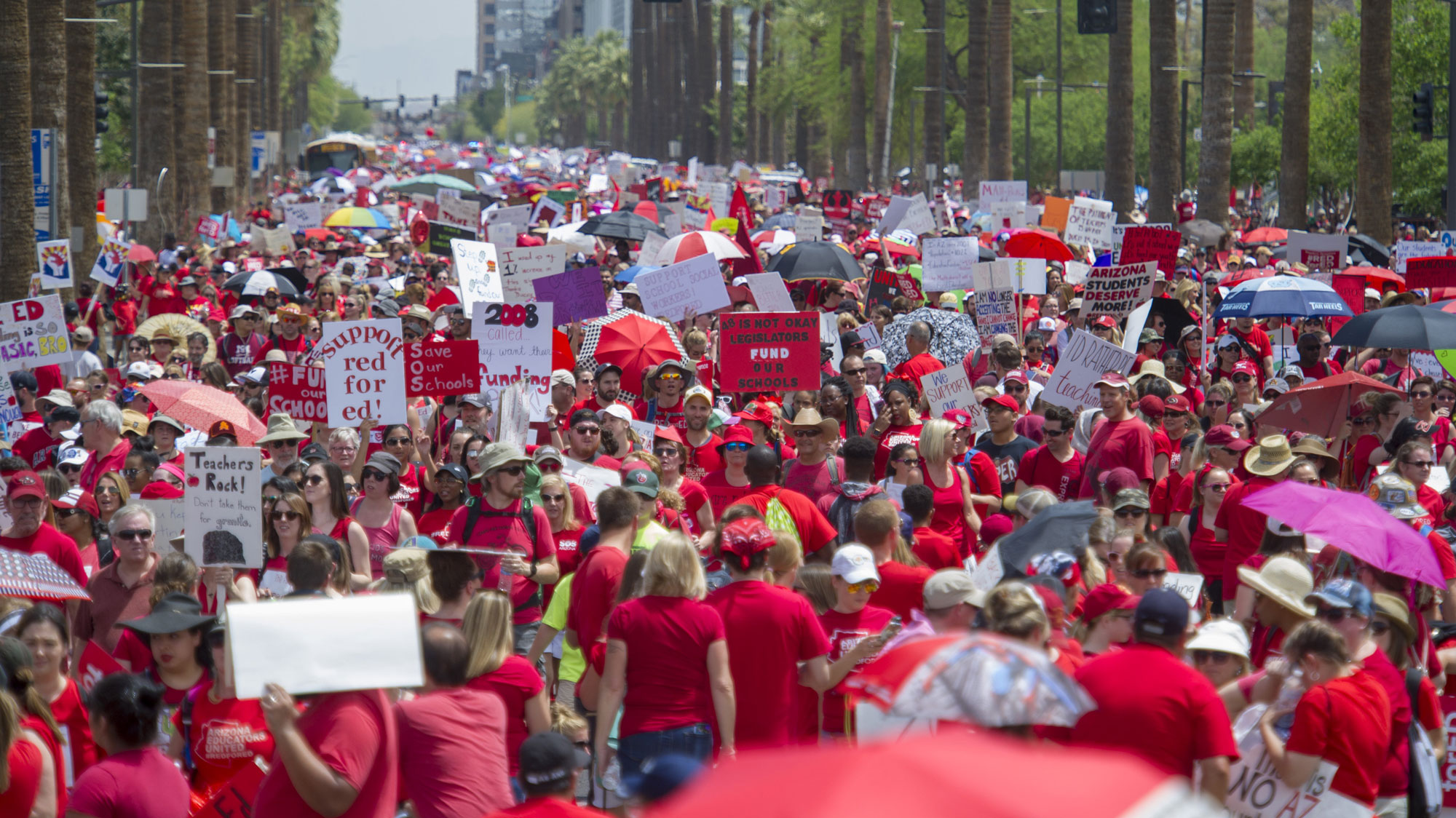 1 day after Ducey announces deal, teachers rally along Phoenix street