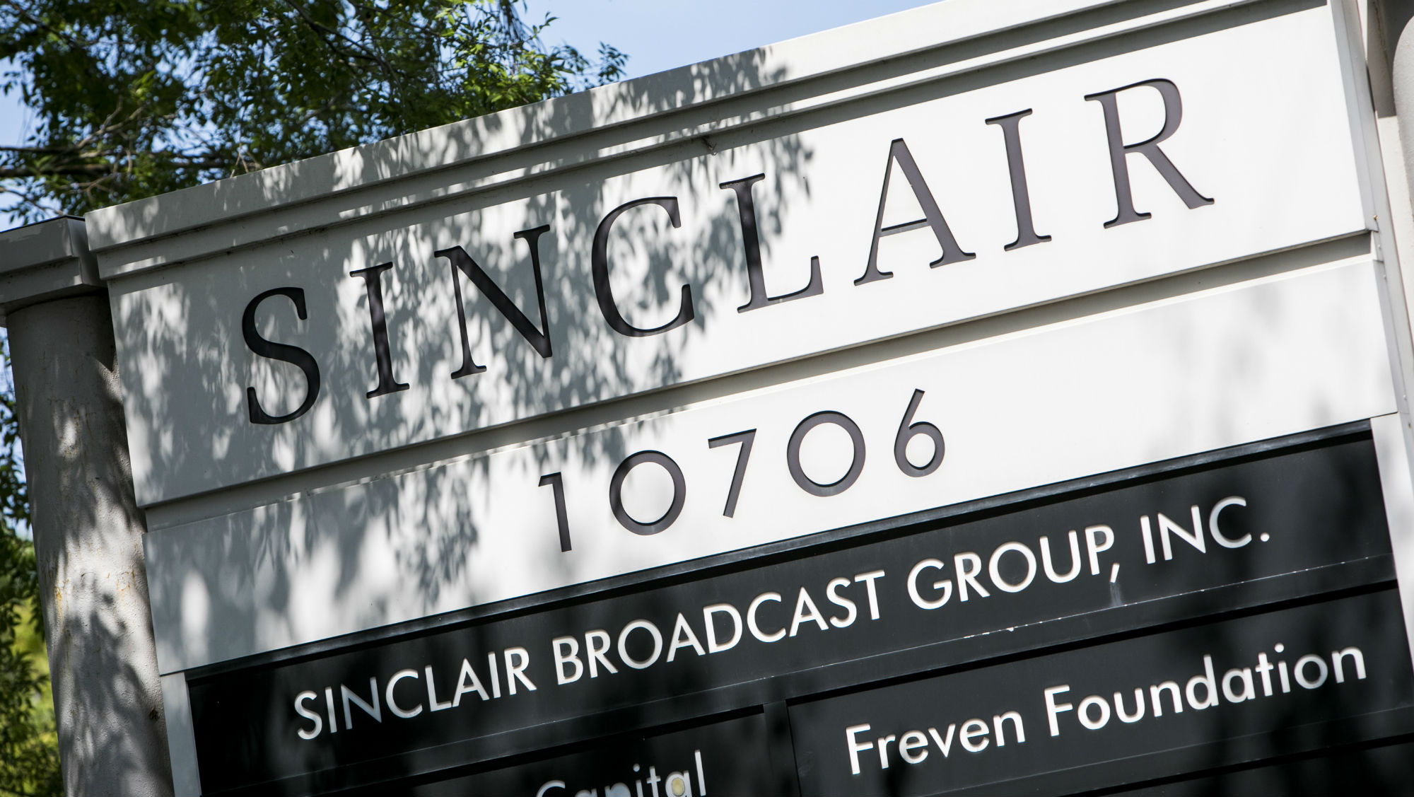 Sinclair posts anti-CNN notice on local affiliates' websites