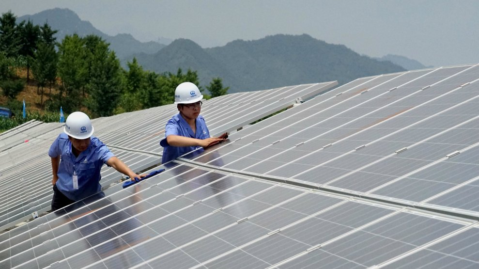 Report China Now Has 9 Times As Many Solar Jobs As The Us Mother Jones