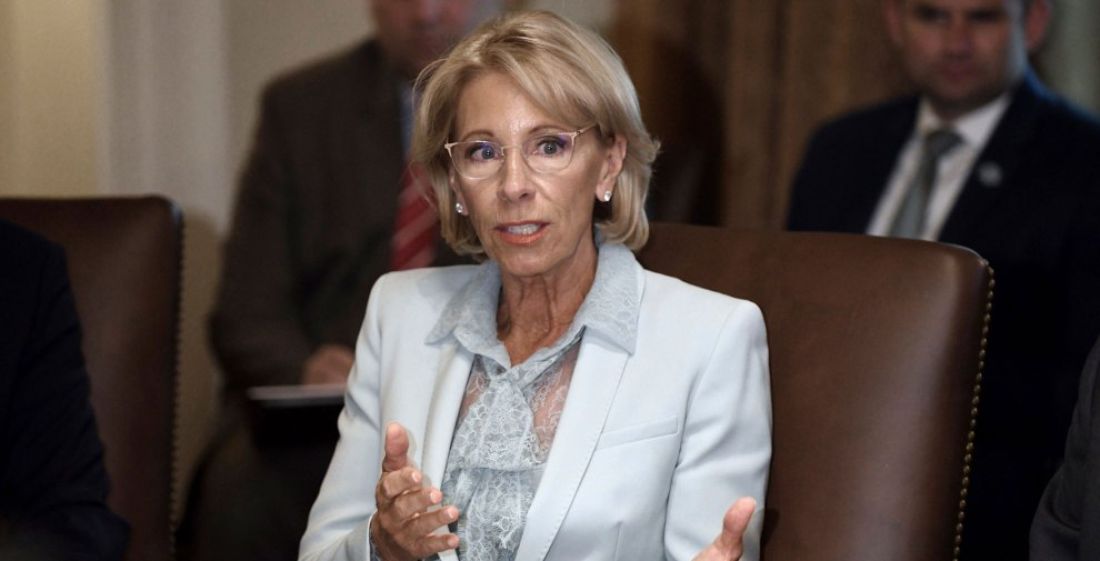 Advocates Demand Devos Protect Students >> Betsy Devos Is Making Life Harder For Students Screwed Over
