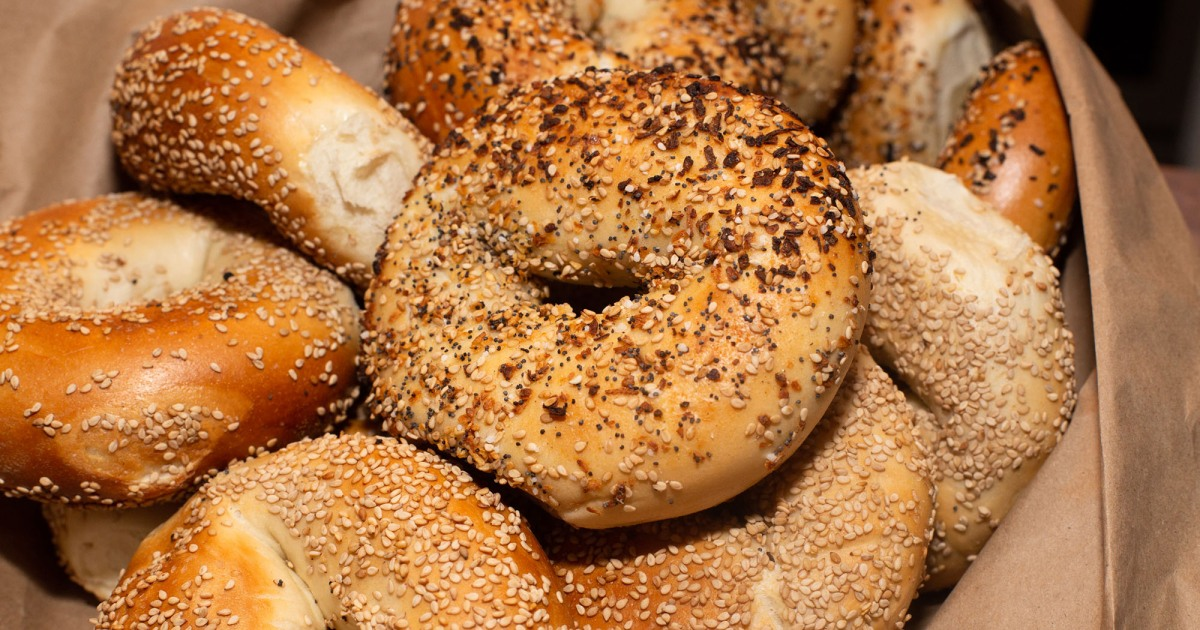 People Are Very Upset About The Way This Dude Cuts His Bagels Mother Jones