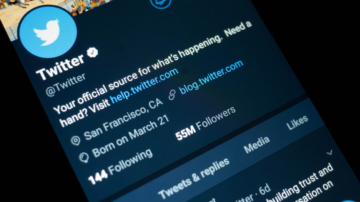 "Twitter's ""Verified"" Users Are Spreading Viral Misinformation"