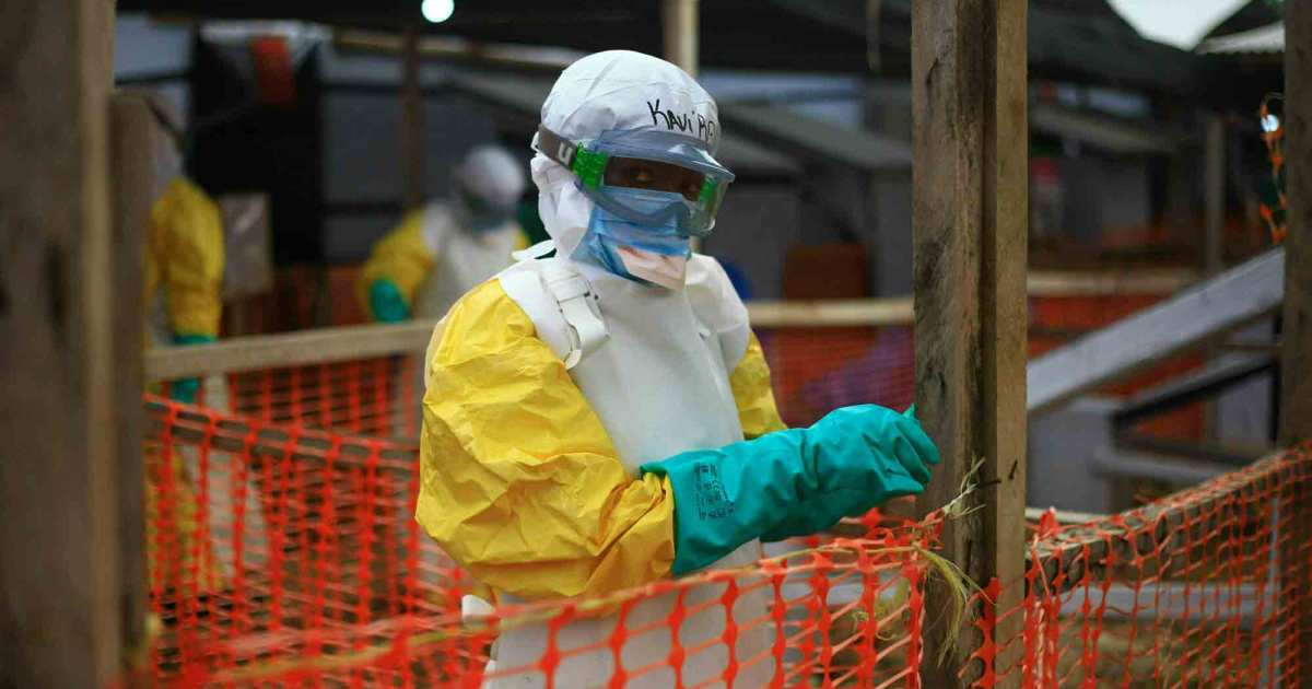 As Ebola deaths mount in Africa, Trump is screwing up the response