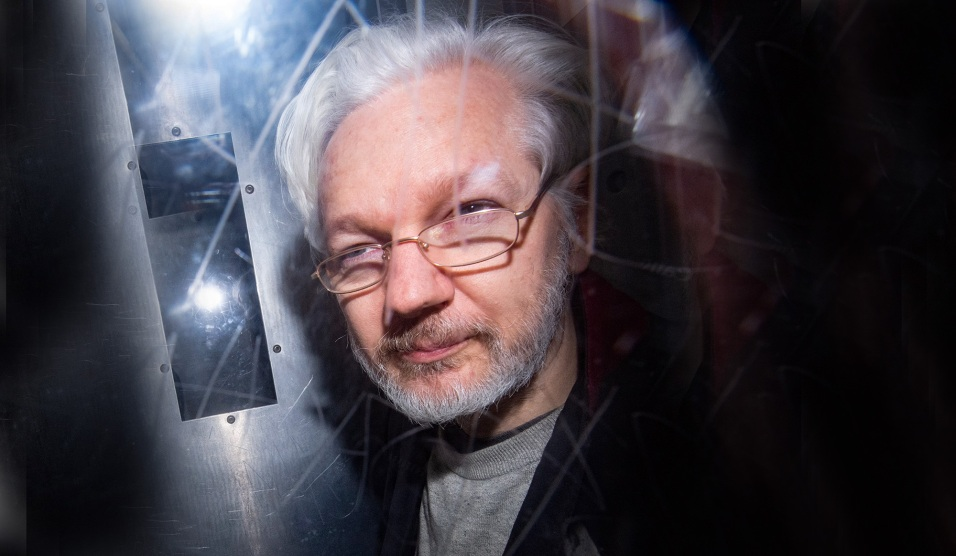 blog_zuma_assange_hearing.jpg?w=956