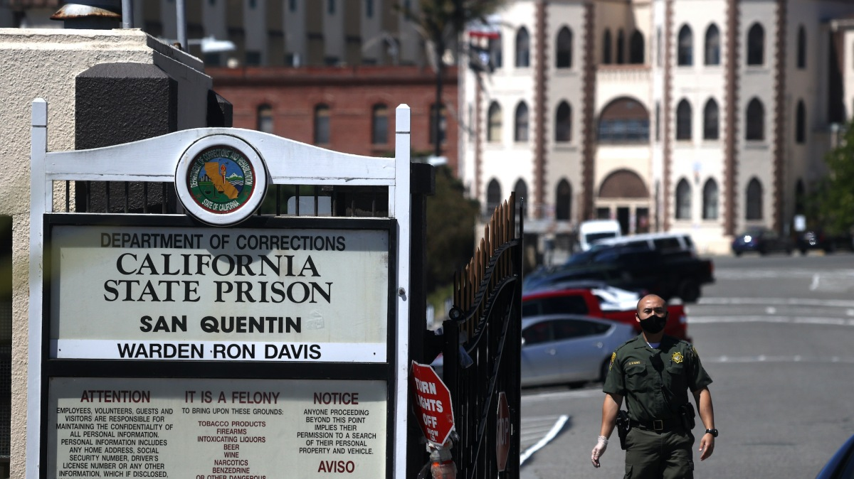motherjones.com - Madison Pauly - 'It's like a horror movie': Trapped inside San Quentin during an explosion of COVID-19