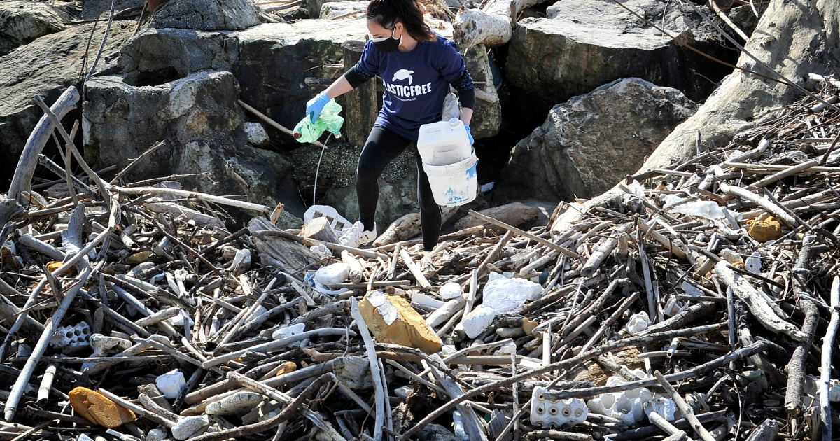 Europe to crack down on the plastics befouling its beaches