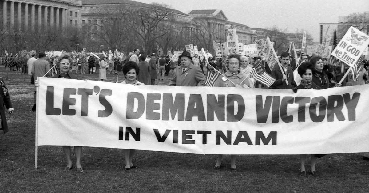 vietnam anti war essays The american vietnam war (1965-1975) was a complex affair that encompassed many themes and issues—from the fight to contain communism, which was very much on the minds of many americans especially since kennedy had been said to have been assassinated by one, to the problem of the draft and rising protests against the war.
