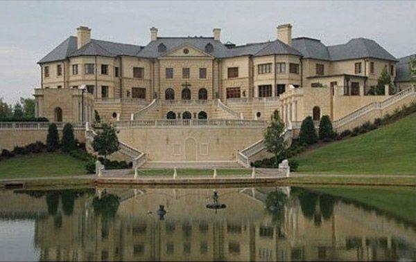 Photos top 10 mega mansions of the filthy rich mother jones for Mega mansion for sale