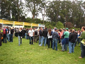 mojo-photo-outsidelandscrowd.jpg