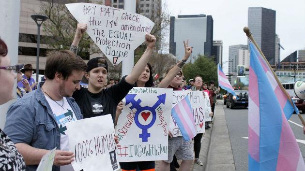obama administration to public schools: let transgender students