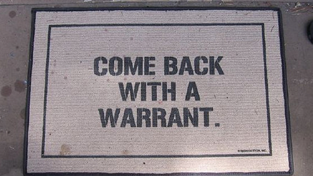 Can a US Marshal come in a house looking for a fugitive ...