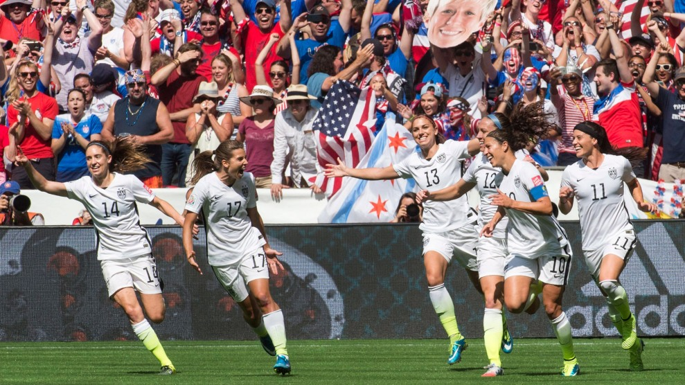 db4c0ab8280 The US Women s Soccer Team Scored a Much-Needed Pay Bump – Mother Jones